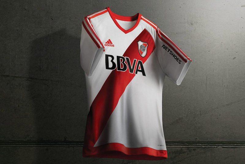 River Plate anda de estreno en el futbol argentino.