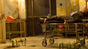 Cómo es la violenta obra de teatro que ha hecho desmayarse a los ingleses