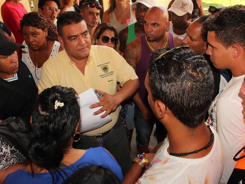 Casi 300 cubanos exigen en Panamá ser incluidos en viajes a México
