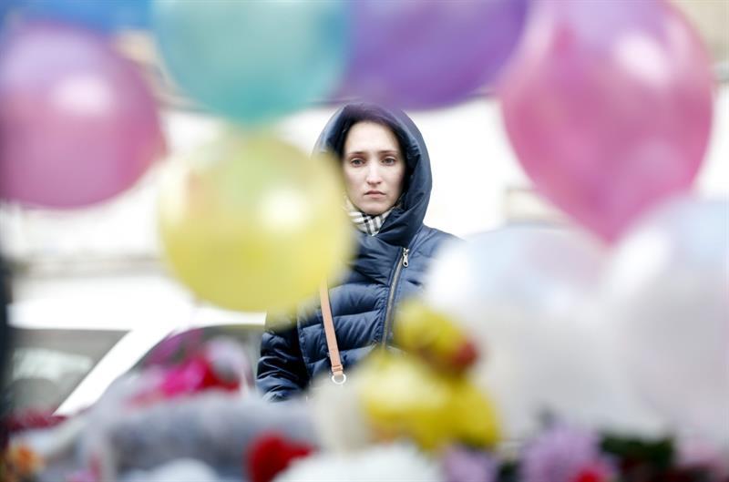 Moscú: Llevan flores y juguetes en recuerdo de la niña decapitada