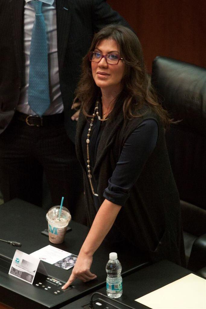 Elba Esther asiste a los funerales de su hija Mónica Arriola