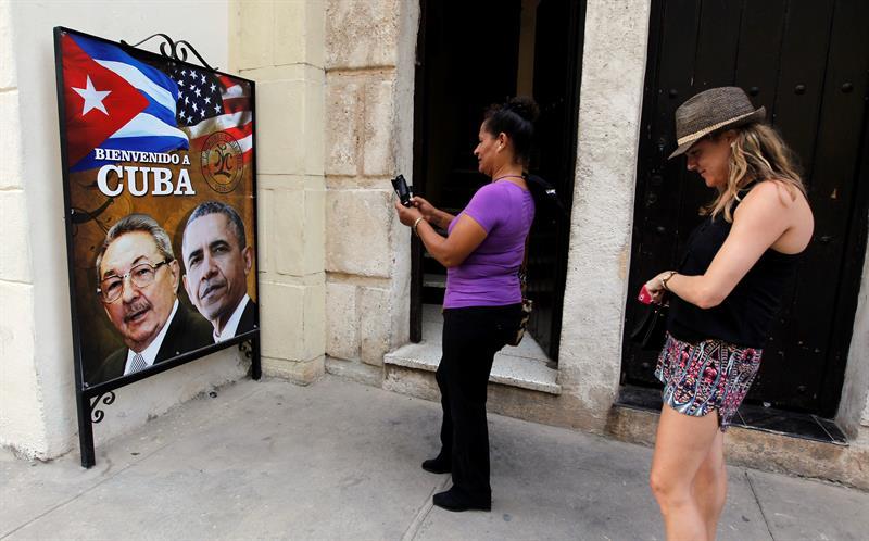 """Visita de Obama a Cuba iniciaría período de distensión con antiguo """"enemigo"""""""