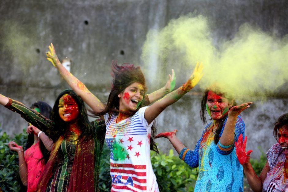 Viudas de India podrán participar en festival que las censuraba