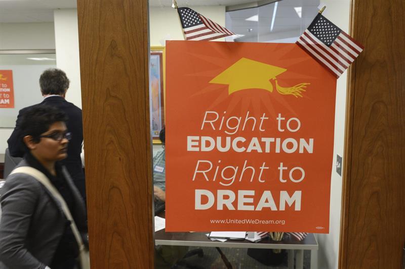 """Ofrecen becas para """"Dreamers"""" y estudiantes con TPS"""