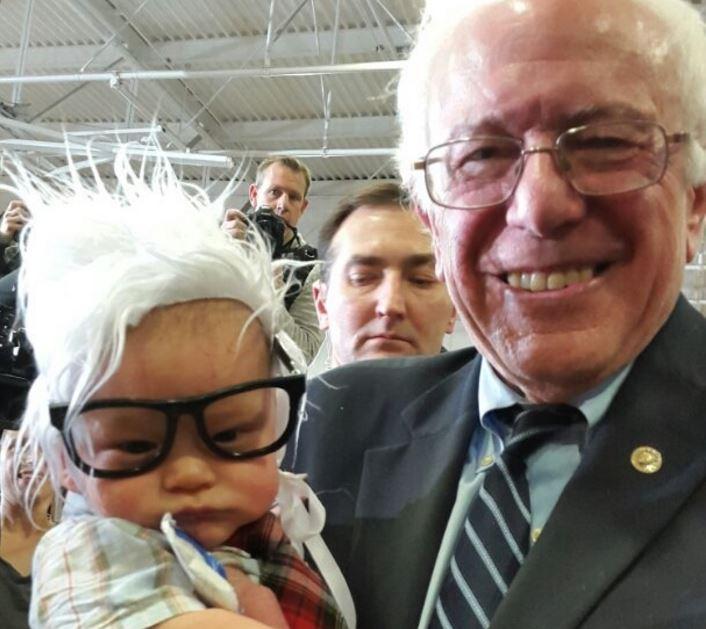 El bebé Bernie conoció al candidato demócrata durante un acto de campaña en Las Vegas.