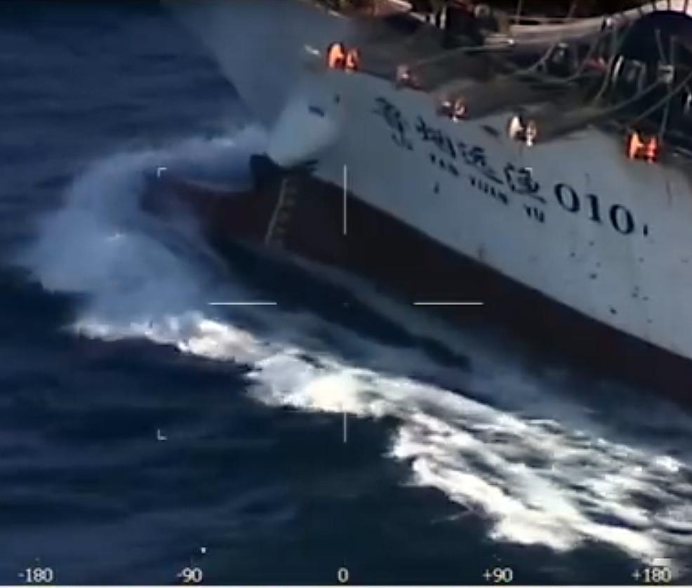 Argentina hundió a un buque chino que pescaba en sus aguas territoriales.