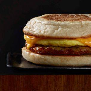 La contaminación con Listeria está vinculada a un lote de sándwiches de salchicha, huevo y queso cheddar.