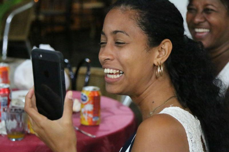 """A la espera de cambios, los cubanos se vuelven expertos en el arte de """"resolver"""""""