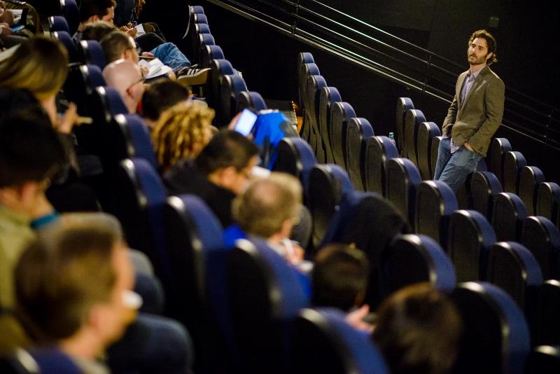 """El director Alan Barillaro en una rueda de prensa sobre su nuevo cortometraje """"Piper""""."""