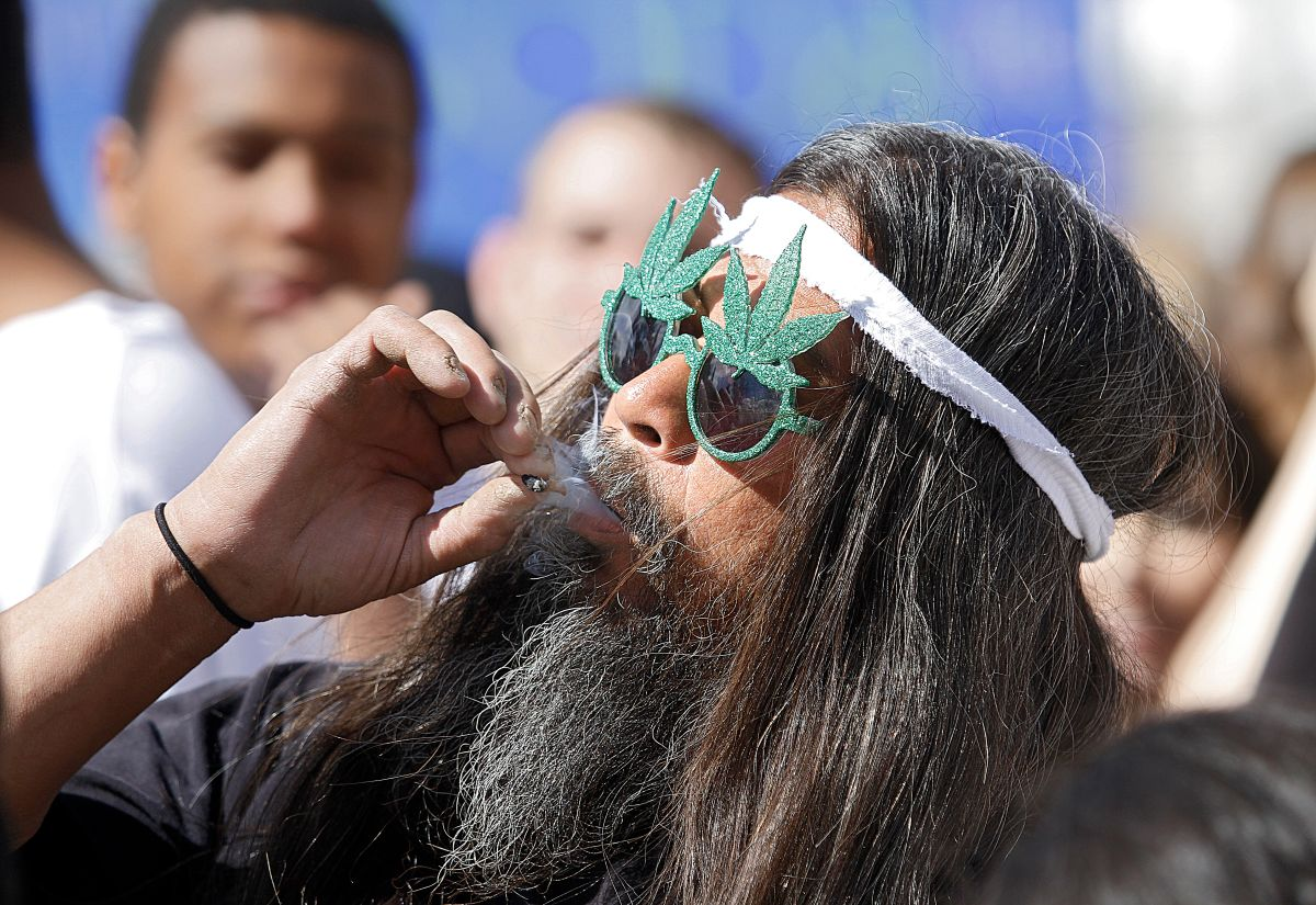 En 2012, Colorado y Washington aprobaron el consumo de pequeñas cantidades de marihuana con fines recreativos.
