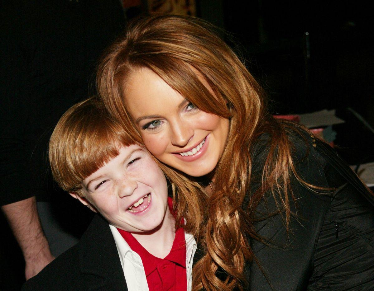 Lindsay Lohan disfrutaba llevando a su hermano pequeño Cody a los estrenos de sus películas.