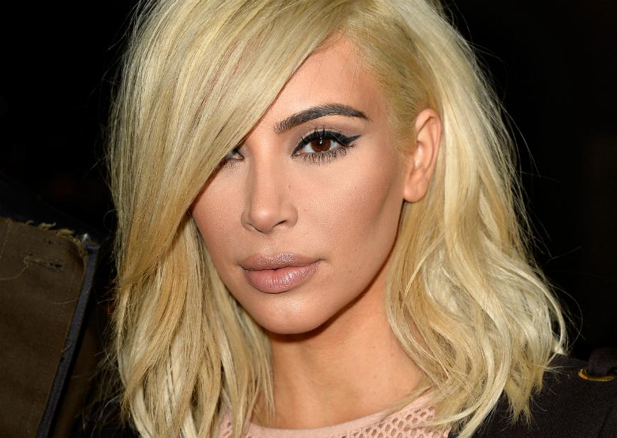 No es la primera vez que Kim Kardashian enseña sus exuberantes curvas pero en esta ocasión la foto deja muy poco a la imaginación.