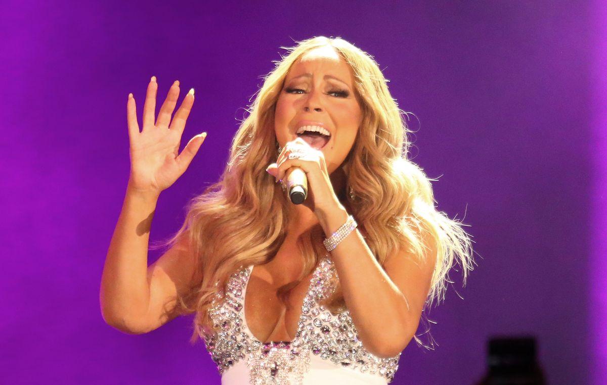 """Mariah Carey había publicado esa misma tarde en Twitter que """"odiaba"""" tener que dejar su cama pero que se ponía ya en dirección a Leeds."""
