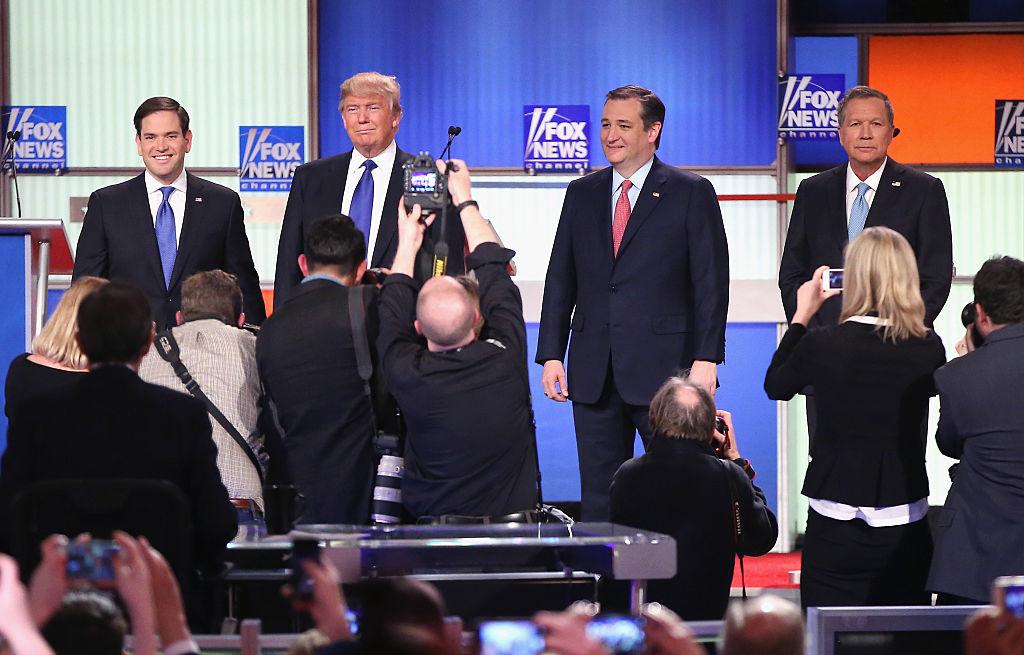 Marco Rubio, Donald Trump, el senador Ted Cruz  y el gobernador de Ohio John Kasich participan en un debate patrocinado por Fox News el 3 de marzo de 2016 en Detroit.