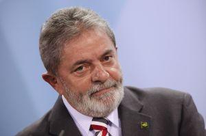 Detienen a Lula da Silva para que declare sobre red de corrupción petrolera
