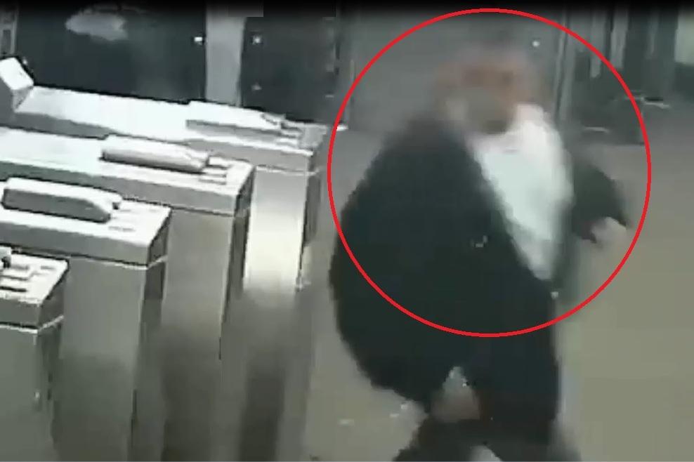 """La Policía describió al sospechoso como un hispano, de unos 25 años y 5'5"""" de estatura."""