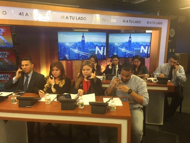 Ocho voluntarios participan en la ayuda promovida por El Diario y Univisión Noticias Canal 41.