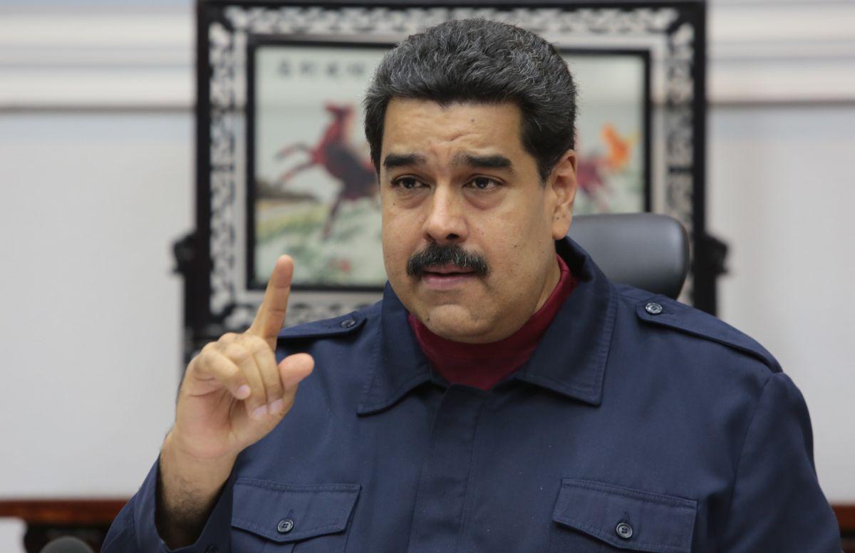 Venezuela: Oposición entrega 1.8 millones de firmas para pedir referendo