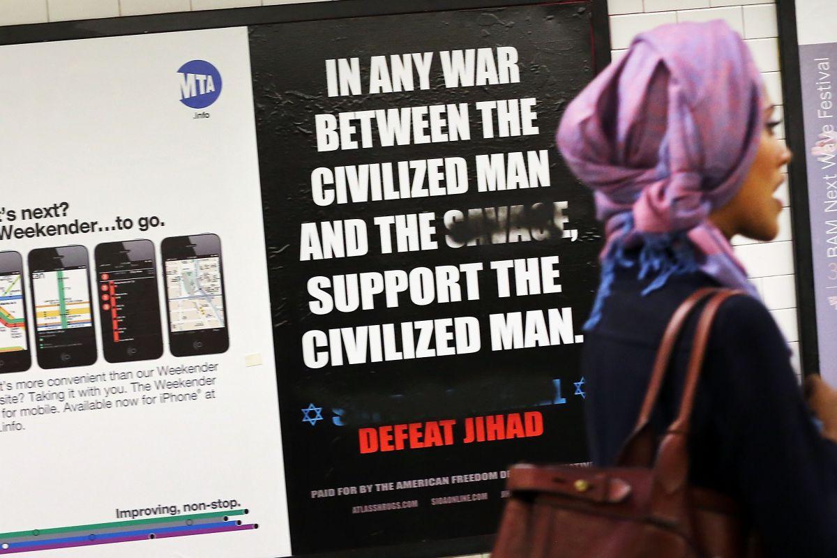 Unos de los anuncios que condenan el islamismo radical que causaron gran polémica en el metro en 2012.