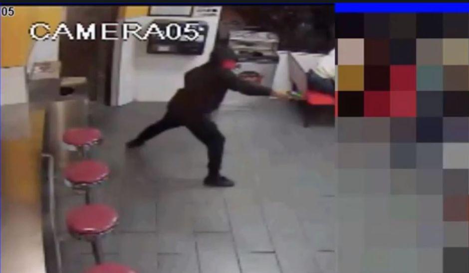 Video muestra enmascarado que dispara en restaurante de Queens