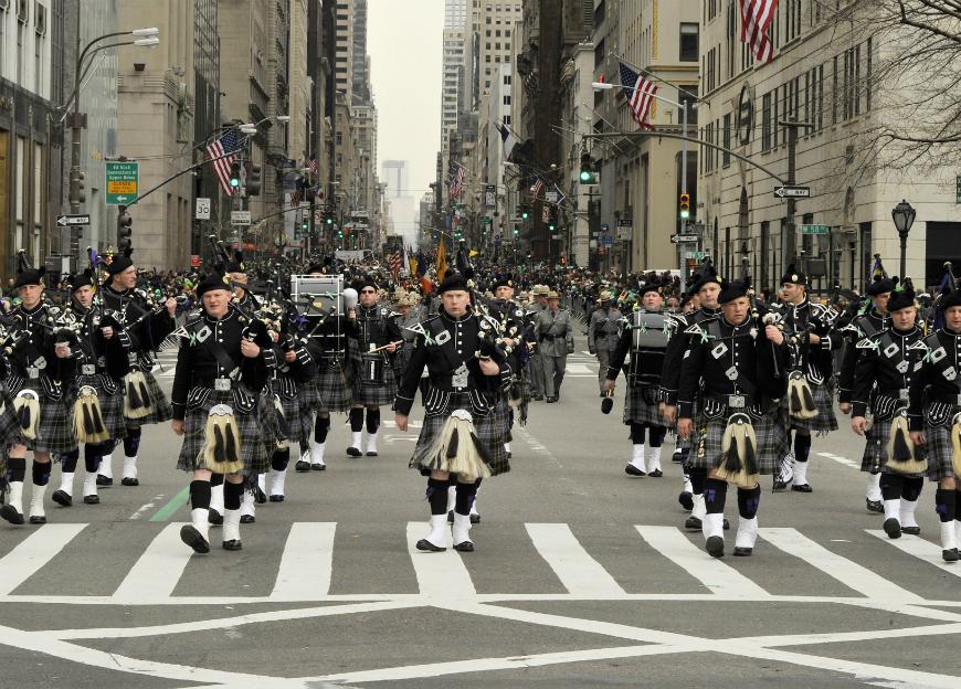 Cierran 2 escuelas en El Bronx y posponen Desfile de San Patricio: coronavirus interrumpe tradición de 258 años en Nueva York