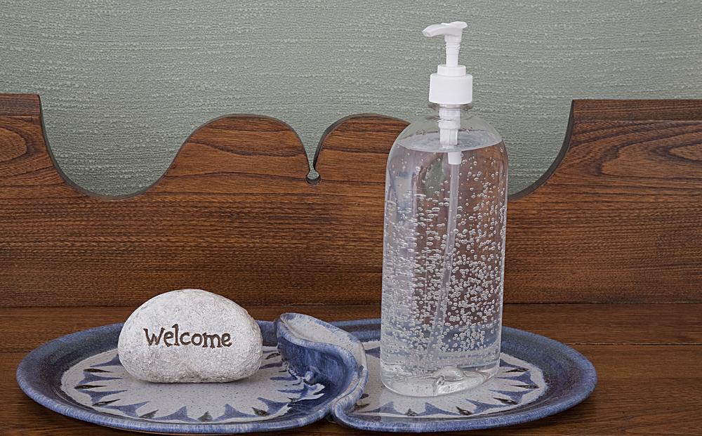 El gel antibacterial es un producto muy utilizado en las escuelas, e inclusive a veces forma parte de la lista de útiles.