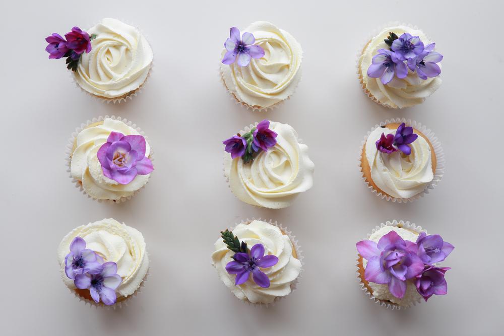 Algunas flores son usadas para decorar y darle otro sabor a los postres.