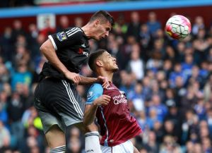 Swansea le pega al Chelsea y lo aleja de puestos europeos