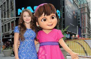 Descubren a 'Dora, la exploradora' fumando en la escuela