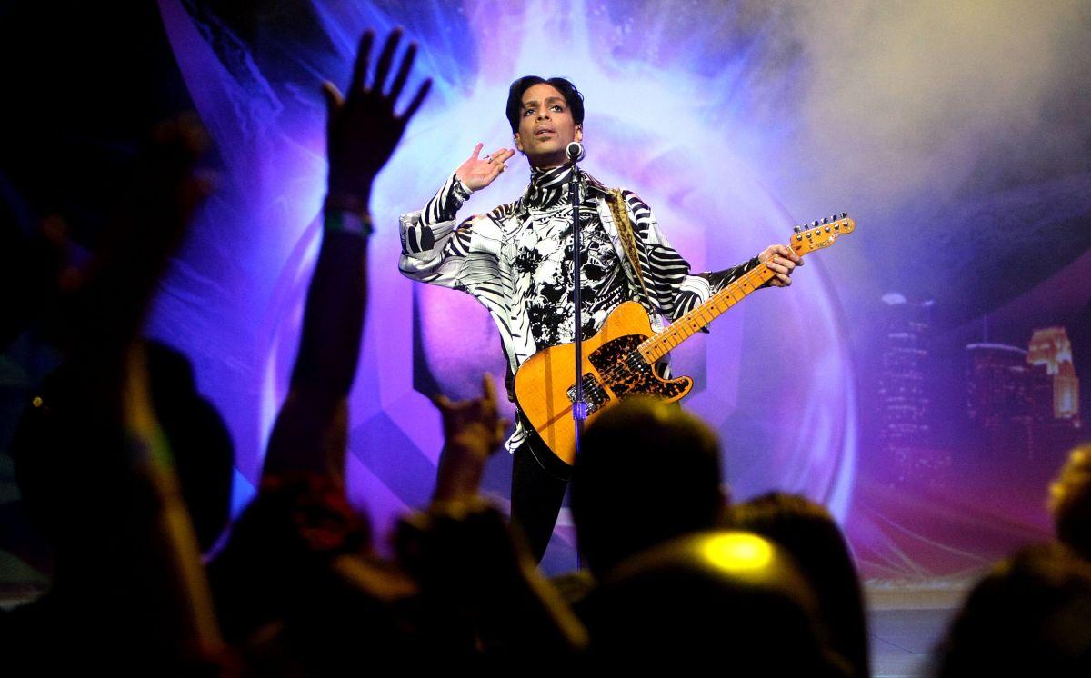 Prince durante un show el el Nokia Theatre en Los Angeles, el 28 de marzo de 2009.