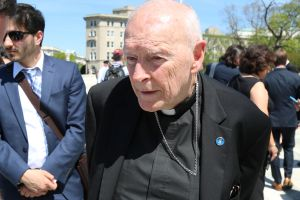 Acusan de orgías playeras en NJ a ex cardenal Theodore McCarrick, tras denuncias de abusos en Nueva York