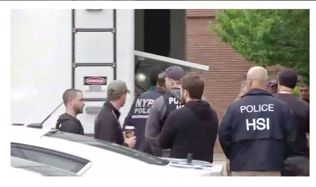Momentos en que los detenidos eran trasladados al recinto policial.