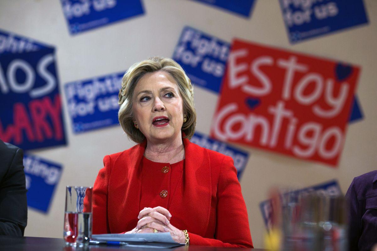 Hillary Clinton en reunión con grupos proimigrantes de Nueva York el 13 de abril del 2016.