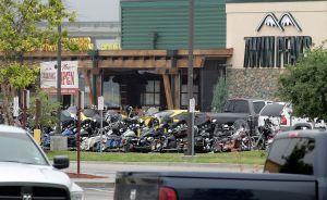 Acusan a 48 motociclistas más por tiroteo que causó 9 muertos en 2015