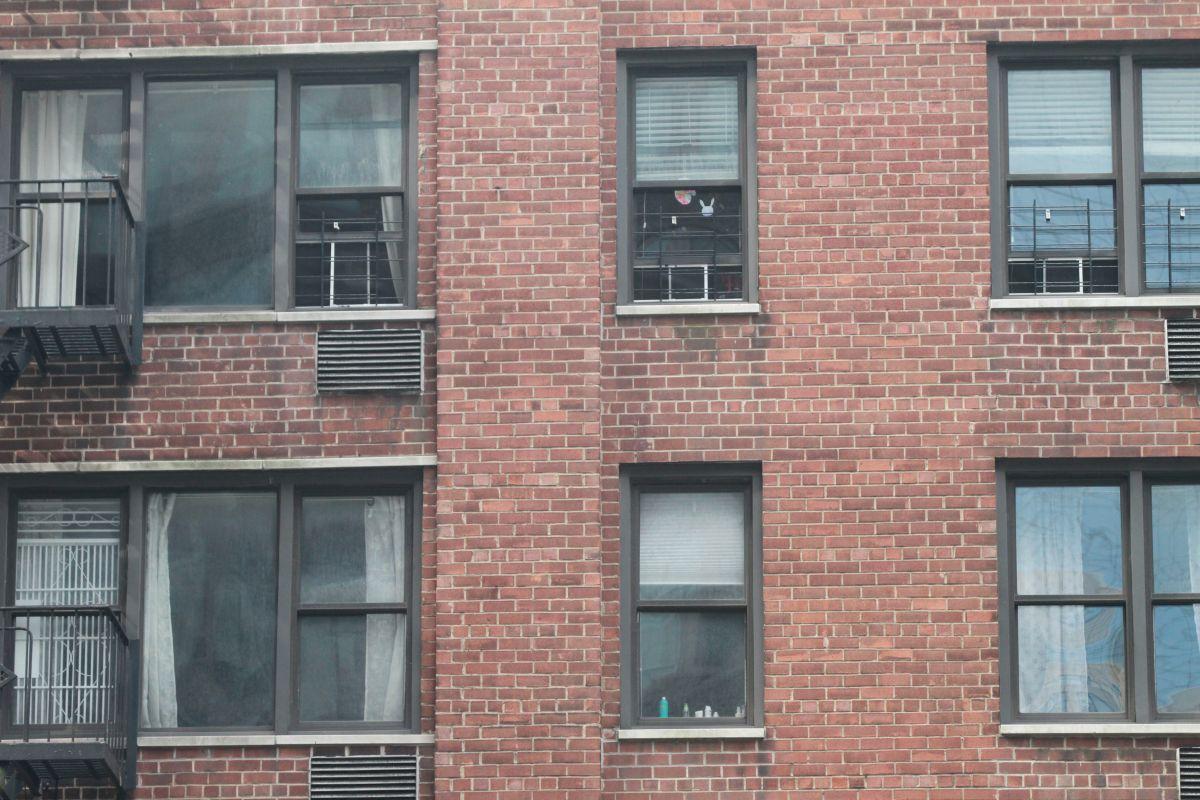 Autoridades de NYC piden instalar protectores en ventanas para proteger a niños
