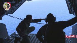 Hallan restos humanos y partes del avión de EgyptAir desaparecido