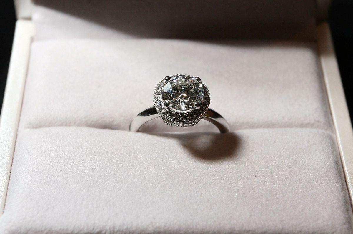 El anillo de Diamantes robado es similar a este valorado en $35 mil