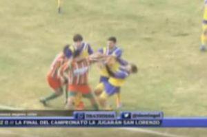 Video: Drama en el futbol argentino. Le dan un rodillazo y muere en la cancha