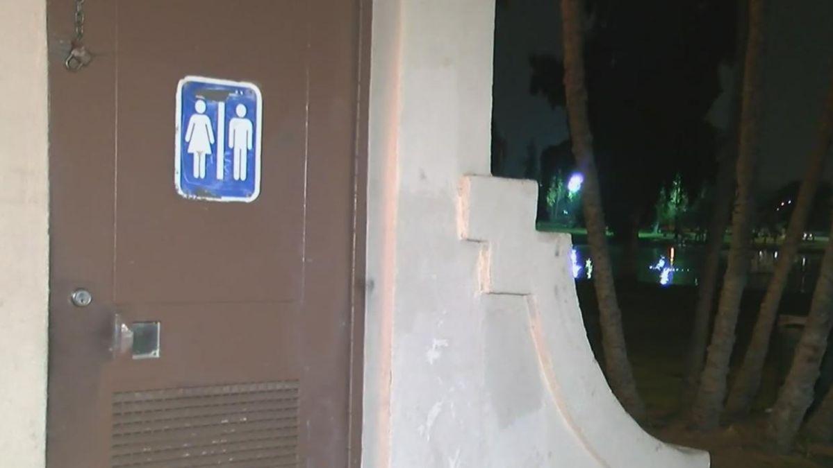 Baños públicos donde ocurrió una violación en Lincoln Heights.