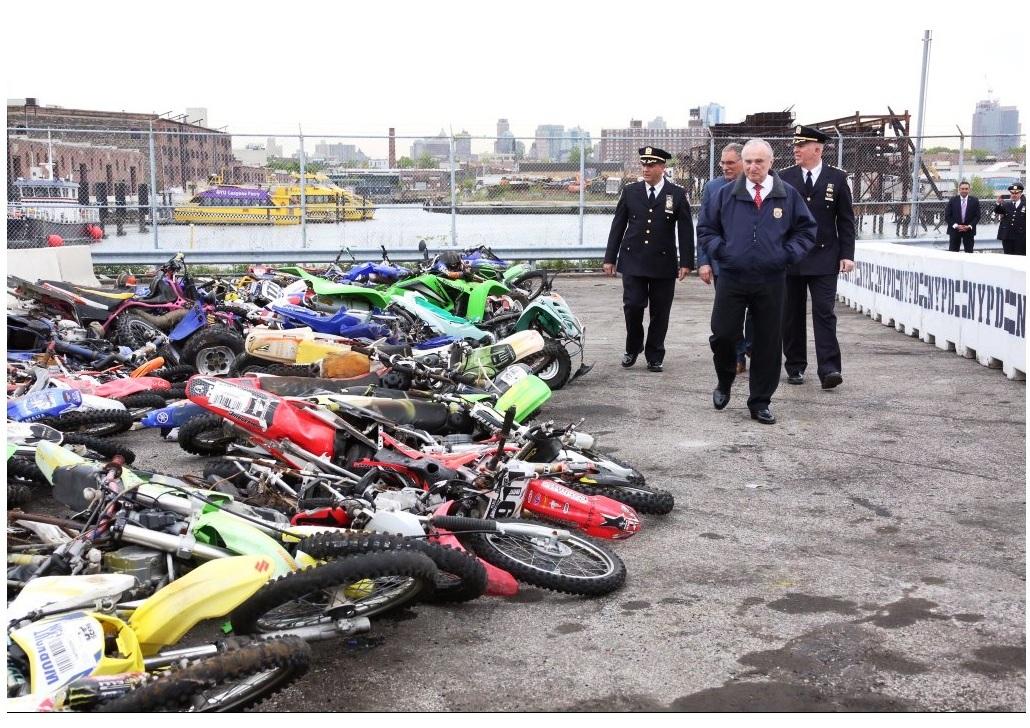 Bill Bratton junto a otros altos funcionarios del NYPD