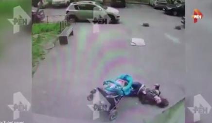 La mujer cayó inconsciente al suelo.