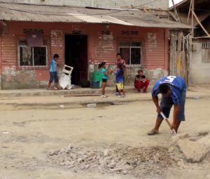Video: Así se levanta un pueblo de Ecuador un mes después del terremoto