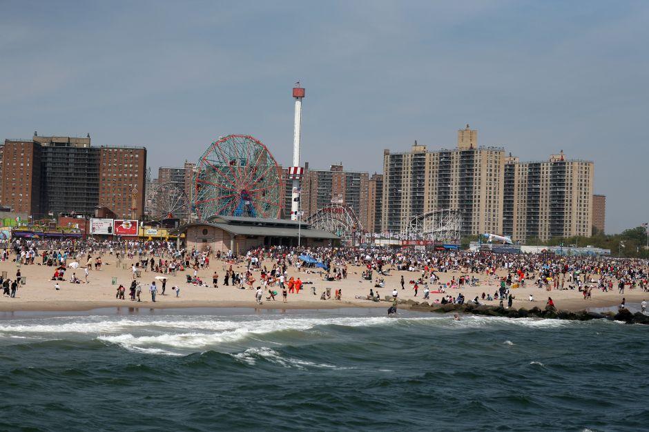 Encuentran una pierna y otros restos humanos en playa de Nueva York