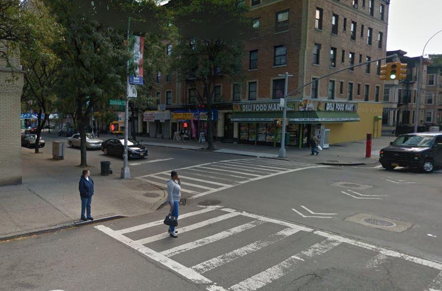 Un joven de 19 años fue encontrado baleado en la calle Crotona Ave, cerca de la 187, en El Bronx y falleció poco después en el hospital Barnabas.