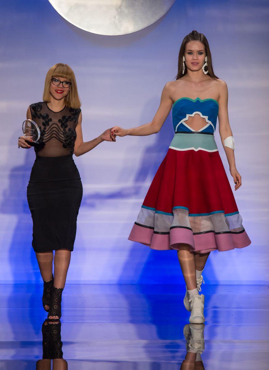 Namibia Viera ganó el Premio de la Crítica y el Premio del mejor uso del Color otorgados por el Instituto de la Moda de NY