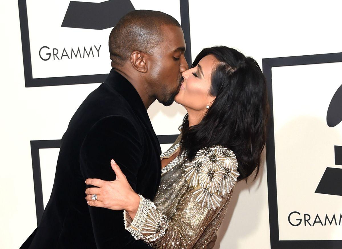 Kanye West sorprendió a su esposa, Kim Kardashian, con una orquesta de cuerda en el salón de su casa por el Día de la Madre.