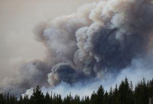 Nuevas evacuaciones por la reactivación del incendio de Fort McMurray