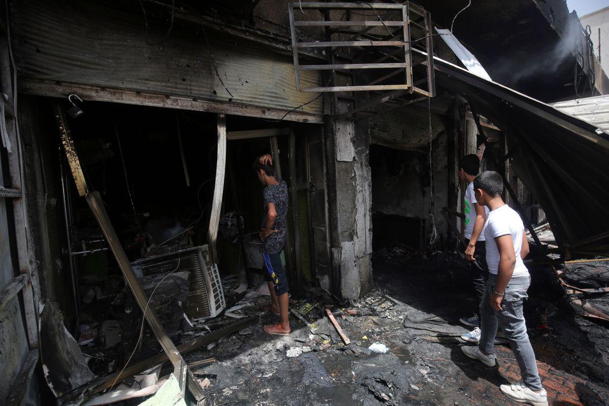 Un total de 64 personas murieron hoy y 87 resultaron heridas por la explosión de un coche bomba cerca de un mercado popular situado en el barrio de mayoría chií de Ciudad Sadr, en el este de Bagdad.