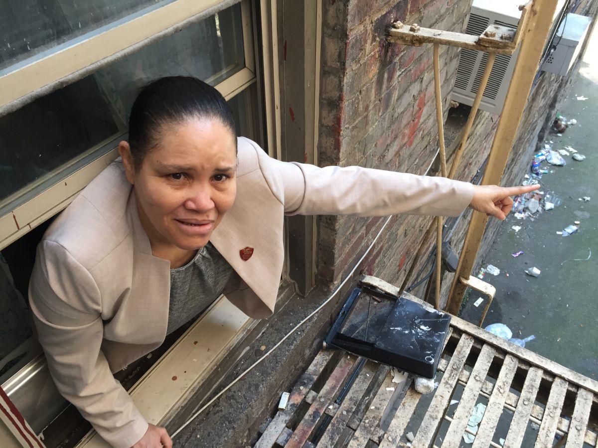 Doña Miguelania Rincón vive en el edificio de uno de los peores caseros de Nueva York