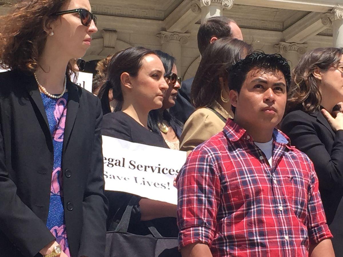 José Sánchez, de 19 años se salvó de ser deportado gracias al apoyo de una abogada gratis.